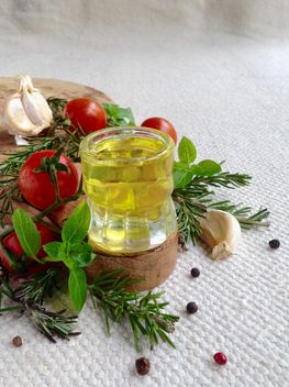 olive oil with rosemary tomatoes - image gratuit #183339