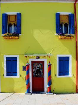 Yellow facade of the house - Free image #183709