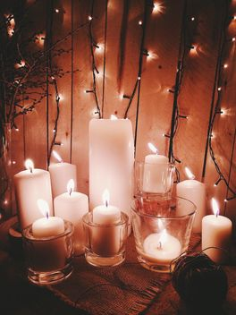 Candles and garlands - image #183749 gratis