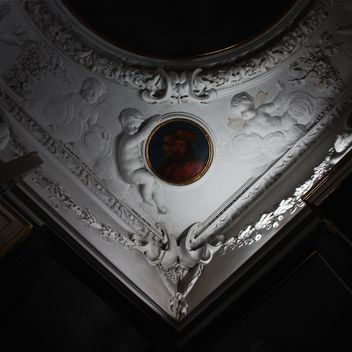The ceiling in the palace - image #183789 gratis