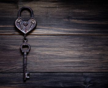 Retro iron heart with a key to the Valentine's day - Kostenloses image #183869