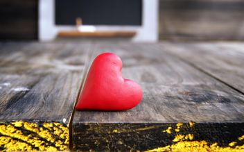 Heart on the table for Valentine's day - image gratuit #183879