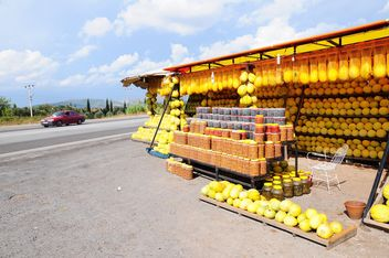 Melon and olive market by the roadside - бесплатный image #185949