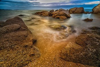 Stones in water at sunset - image #186099 gratis