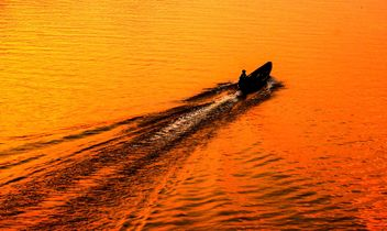 man travel on the boat - image #186459 gratis