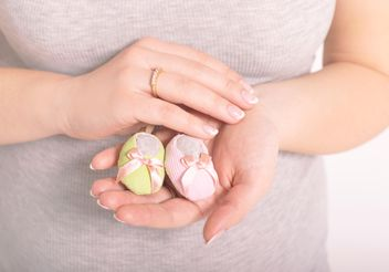 Baby's bootees in hands of woman - image #186719 gratis