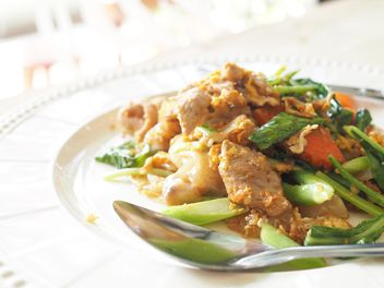 noodle fried with egg and pork - image #186999 gratis