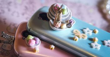 two smartphones pink and blue with stars and little plate - image gratuit #187259
