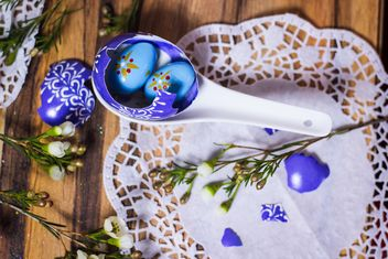 Easter eggs in spoon on wooden background - image gratuit #187489