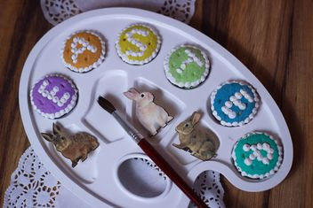 Easter cookies and decorative palette - image gratuit #187549