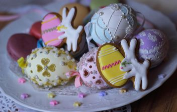 Easter eggs and cookies - image gratuit #187589