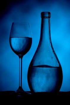 Goblet and bottle with liquid - бесплатный image #187739
