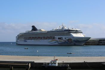 Norwegian Spirit Cruise Ship docked at Tenerife Port, Spain - image #187859 gratis