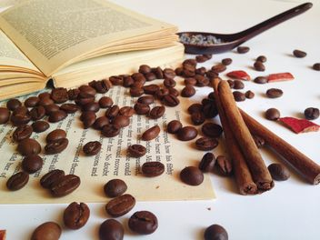 coffee beans on the open book - бесплатный image #198759