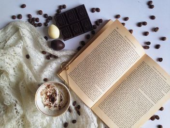 Coffee beans, chocolate and warm scarf - бесплатный image #198769