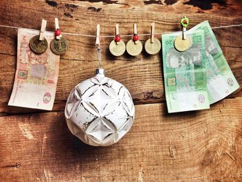 Christmas ball and money - image #198959 gratis