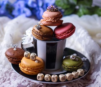 Cup of tea, macaroons, small cubes and decorations - image gratuit #199049