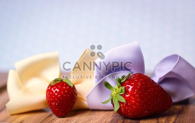 fresh strawberry with ribbons - Kostenloses image #201059