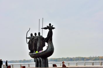 Monument to founders of Kiev - image #229469 gratis