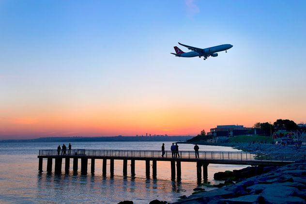 Airplane in sky and landscape on seaside - Kostenloses image #272349