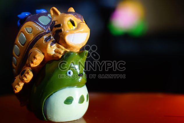 #forest Dios y #cat bus #cartoon #animation #plastic #model se diferencian ajuste de luz y disparo con tubo de #macro, hexagonal #bokeh - image #274789 gratis