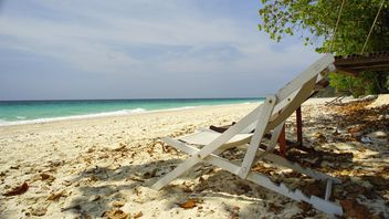 Beach bed at beach - image gratuit #275109