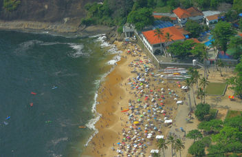 Brazil (Rio de Janeiro) Overview of Red Beach from Sugarloaf Mountain - бесплатный image #300039