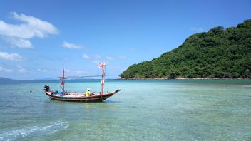 Boat on the beach Thailand - image gratuit #301439