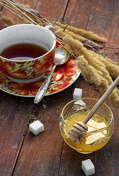 Honey, cup of tea and wheat spikelets - бесплатный image #302079