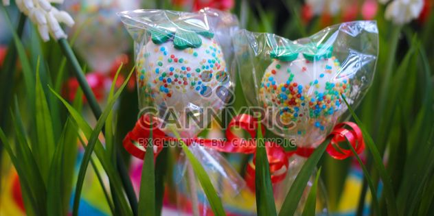 grass decorated with sweets - image #302399 gratis