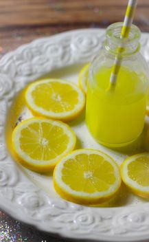 Sliced Lemon And Lemon Juice - image gratuit #302819