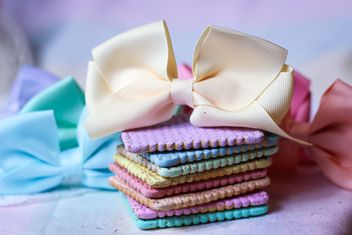 Rainbow cookies with ribbon - image gratuit #303259
