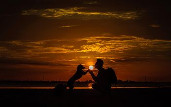 silhouette of man and dog at sunset - бесплатный image #303979
