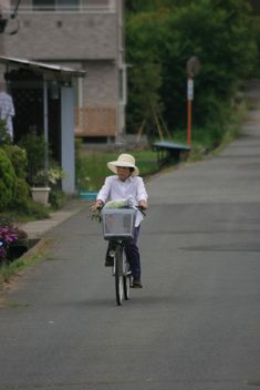 Old Japanese Woman enjoying riding her bicycle - бесплатный image #305739