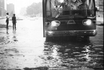New York City during a heavy rainstorm, 1967 - image #307859 gratis