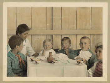 Vintage Picture of Children Sitting Down at a Table about to Eat a Meal, Boys, Girl, Woman - image #314139 gratis