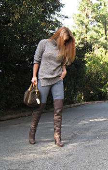 otk boots with jeans and a sweater+red highlights+reddish hair - image gratuit #314519