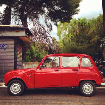 Old red Renault car - image gratuit #331119