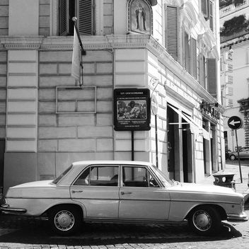 Old Mercedes car - image #331169 gratis