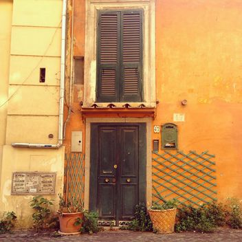 Door of house in Rome - image gratuit #331549