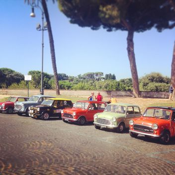 Old little cars on the parking - image gratuit #331869