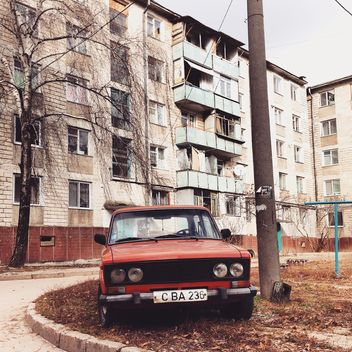 Old red Lada car - image gratuit #332059