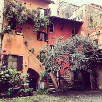 Old orange house in Rome - image #332289 gratis