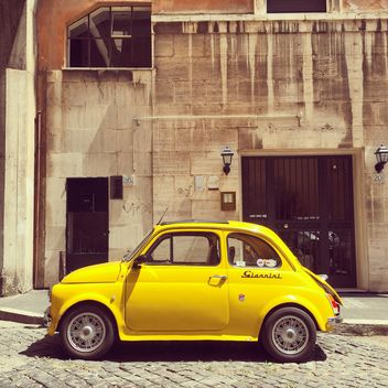 Old yellow Fiat 500 car - image gratuit #332369