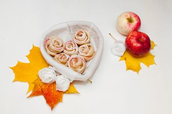 Roses made of dough and apples - image gratuit #337849