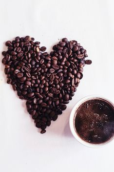 Coffee beans and cup of coffee - image gratuit #337889