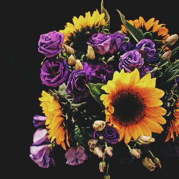 Sunflowers and Eustoma flowers - image #337929 gratis