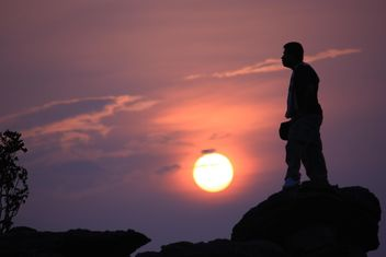 Silhouette of man at sunset - image gratuit #338529