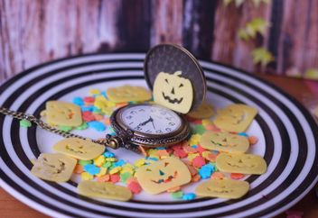 tiny halloween cookies on a plate with pocket watch - бесплатный image #342149