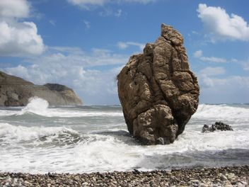 Huge rock on a sea shore in Cyprus - image #342499 gratis